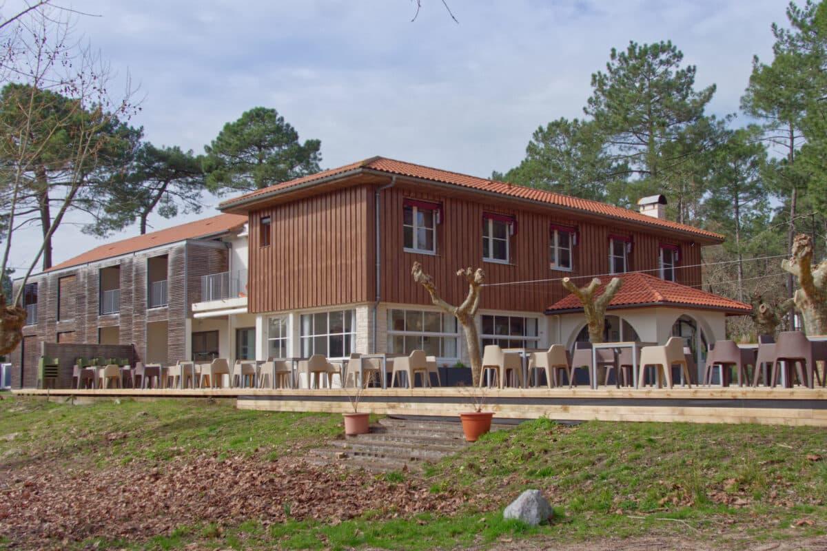 Hotel Au Bon Coin du Lac vu de lexterieur a Mimizan